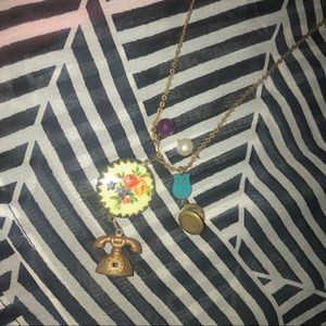 Jewelry - Vintage Gold Beaded Charm Necklace